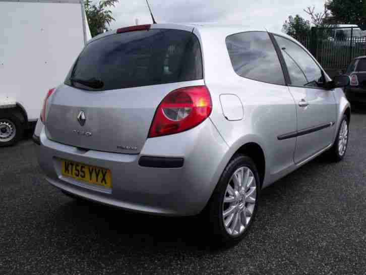 Renault Clio 1.4 16v Dynamique in Silver, Alloy Wheels, CD Player, Fog Lights.