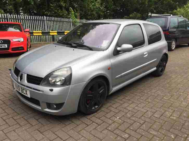 Renault Clio 172. Renault car from United Kingdom