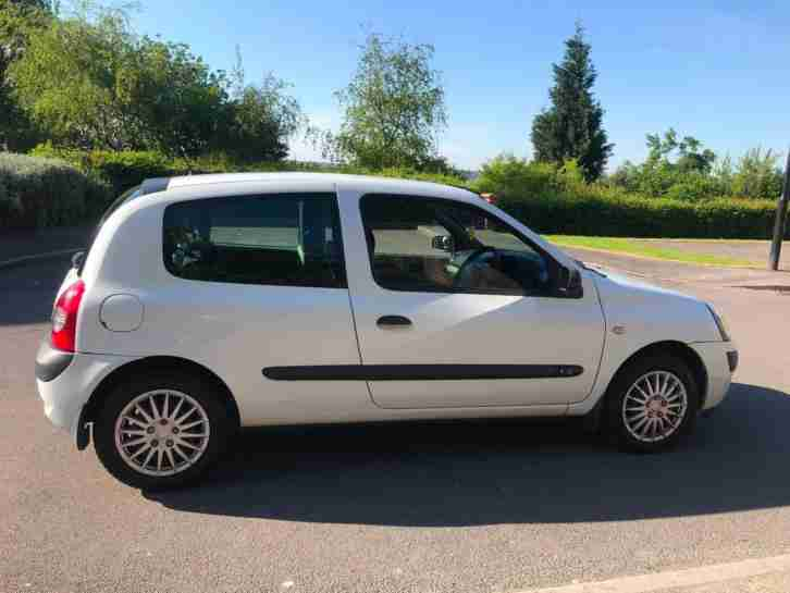 Renault Clio Campus 1.2 + 3 door + 2006 + petrol + manual + white