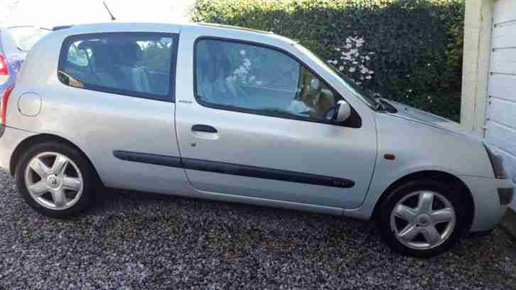 Renault Clio Extreme 02 Plate MOT Failure Suitable for Repair or Parts