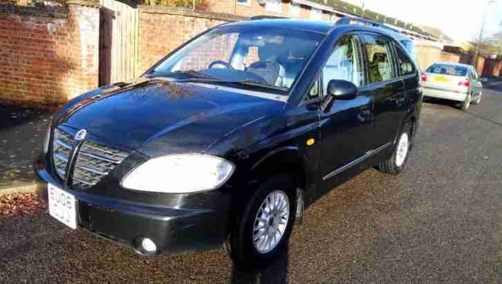 Ssangyong RODIUS. Ssangyong car from United Kingdom