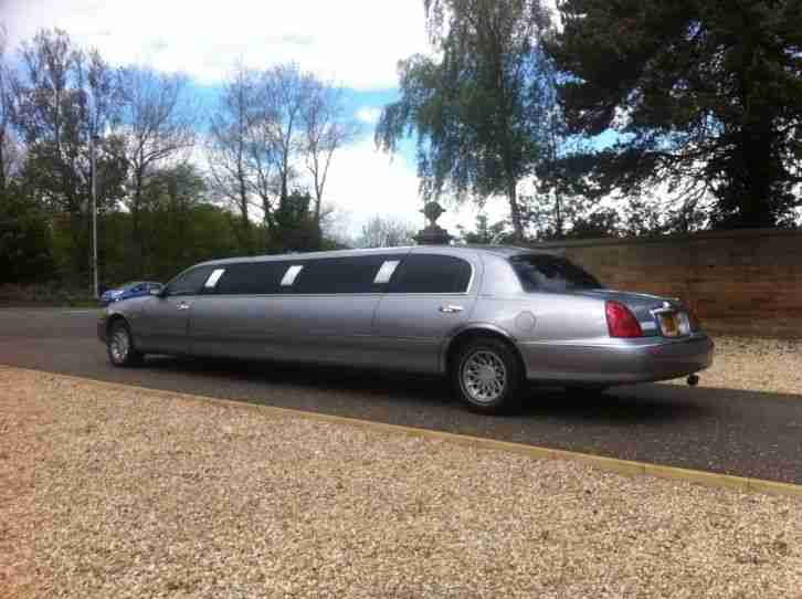 STRETCHED LIMO, WEDDING CAR , Lincoln town