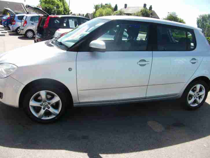 Skoda Fabia 1.6 16v (105bhp )Tiptronic 2 LOW MILEAGE 4 SERVICES AIR CONDITIONING