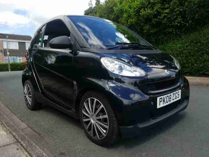 Smart Fortwo Pur. Smart car from United Kingdom