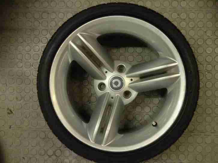 Smart Roadster Rear alloy wheel and tyre