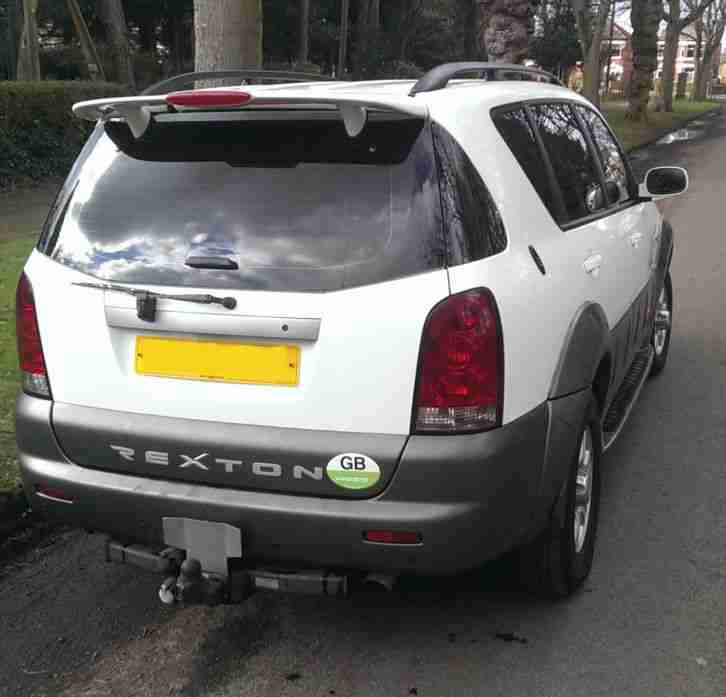 Ssangyong Rexton 2.9 SE7 Auto Diesel. 7 Seater 4x4. DVD, leather, air con, PDC