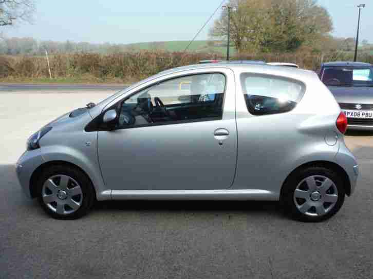 toyota aygo 1 0 vvt i aygo 2006 56 with only 19 900 miles from new. Black Bedroom Furniture Sets. Home Design Ideas
