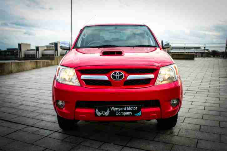 TOYOTA HILUX 3.0D INVINCIBLE D-4D 4X4 DOUBLE CAB AUTO - PLUS VAT - SUPERB VALUE!