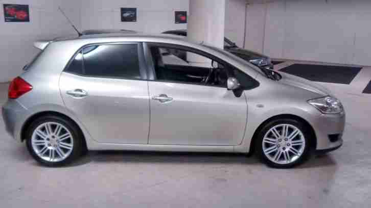 Toyota Auris 2.0D-4D SR only 1 former keeper