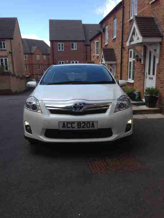 Toyota Auris Hybrid T Spirt CVT.(Top of the range with Sat Nav )