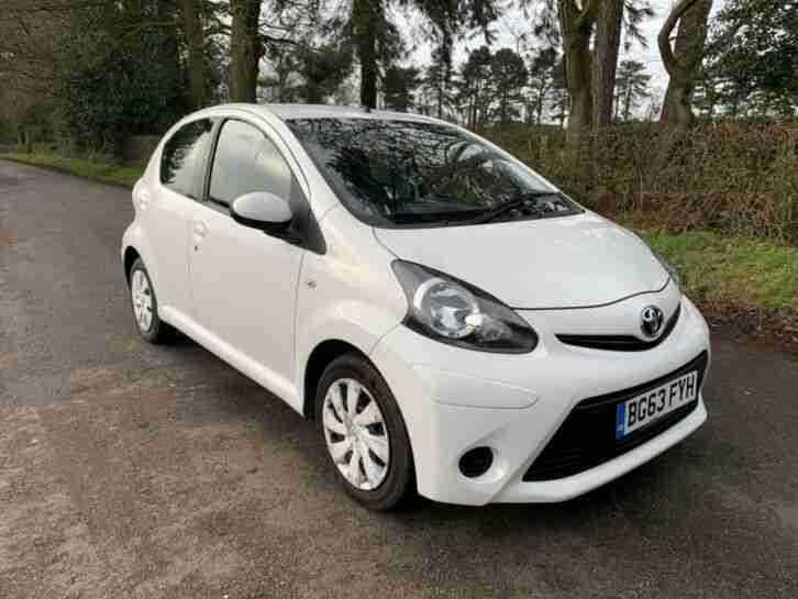 Toyota Aygo 1.0L 2013 White Cheap to run Great first car