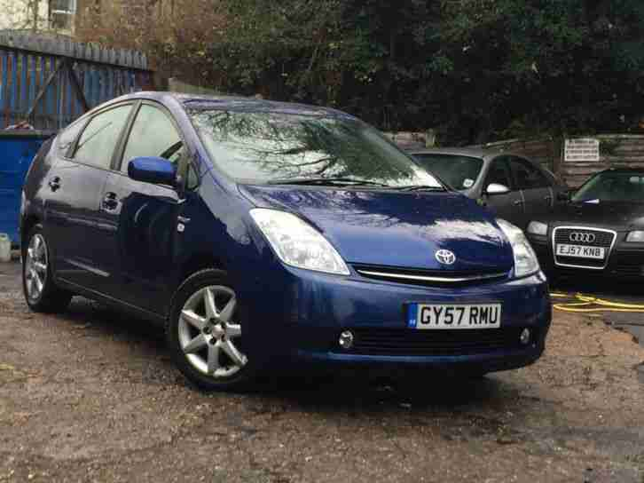 Toyota Prius 1.5 CVT T Spirit WITH ONLY 40KMILES SAT NAV AND REVERSING CAMERA