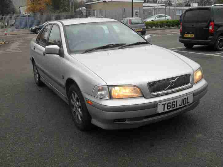 VOLVO S40 XS, 4 DOOR SALOON, PETROL, 1.7, SILVER, ALLOYS, AIR CON,