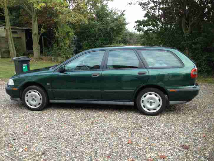 V40 1.8I ESTATE GREEN GOOD CONDITION