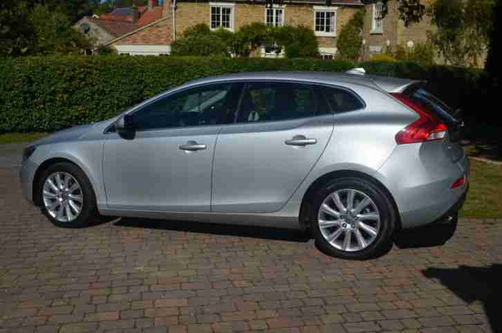 Volvo V40 SE LUX NAV D3 AUTOMATIC, SILVER, 2013, LOW MILEAGE. car for sale