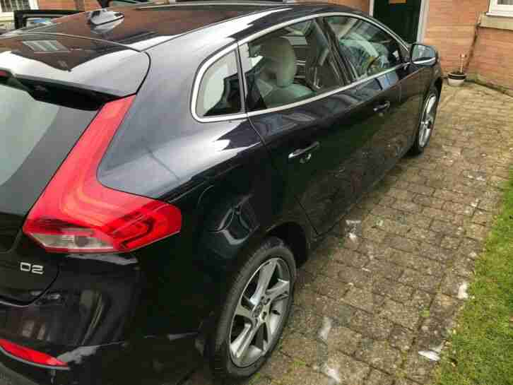 Volvo V40 D2 Lux (Nav) 2015, Midnight Blue, Cream Leather