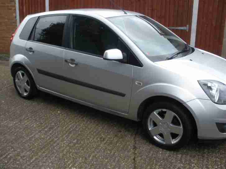 fiesta zetec climate silver 50.000 miles service history 2006 1 years