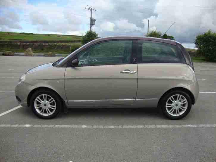 http://bay2car.com/img/lancia-Ypsilon-Platino-1-3-diesel-French-LHD-2009-Automatic-121775396461/0.jpg