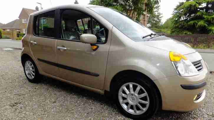 Renault modus 1.5. Reliant car from United Kingdom